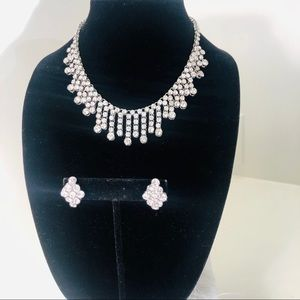 Stunning Rhinestone Necklace w/ matching earrings
